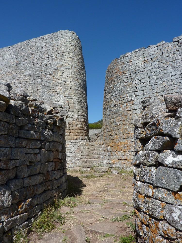 http://www.librevoyageur.com/wp-content/uploads/2014/07/Monomotapa-Zimbabwe.jpg