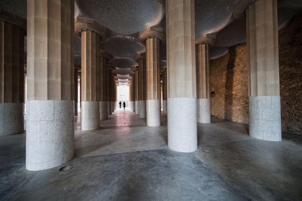visiter le parc Güell - salle hypostyle - librevoyageur