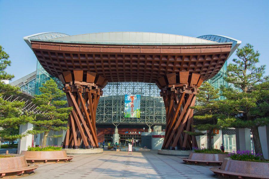 que faire à kanazawa - portail gare de kanazawa - Tsuzumi-Mon gate - librevoyageur