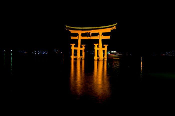 miyajima japon - Torii flottant - floating torii - soir