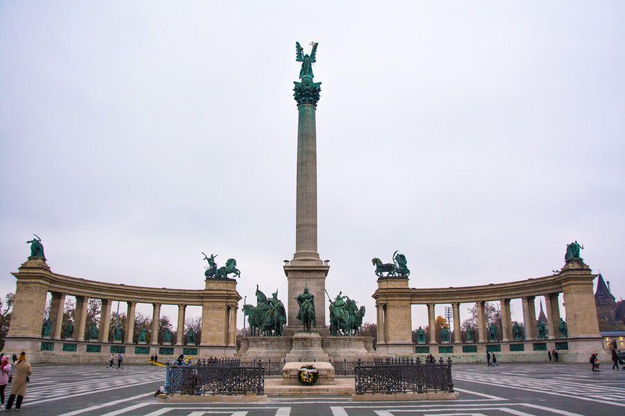 que voir a budapest - place des héros - Hosok Tere