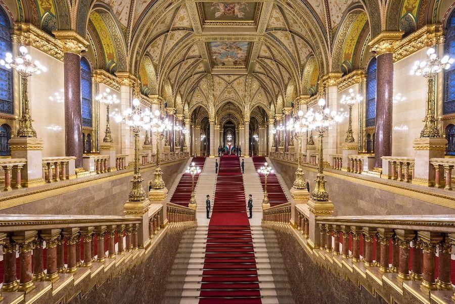 grand escalier - www.parlament.hu