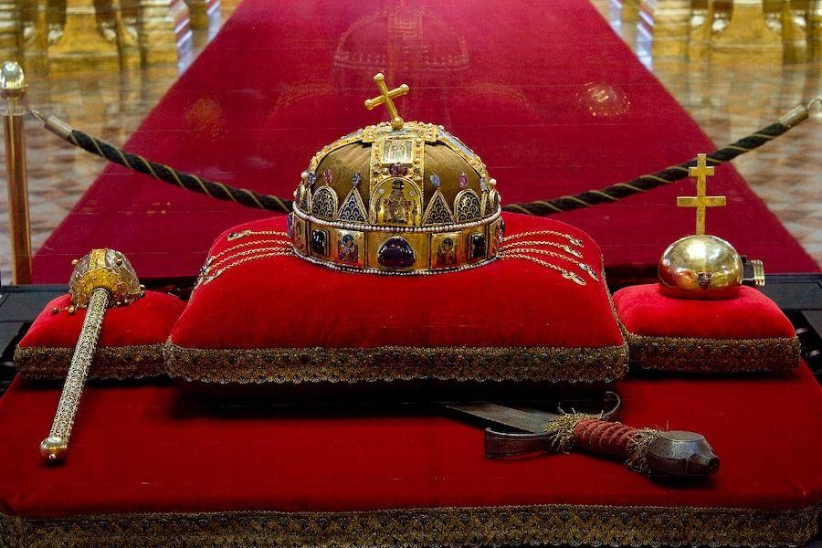 sainte couronne - parlement hongrois - www.parlament.hu