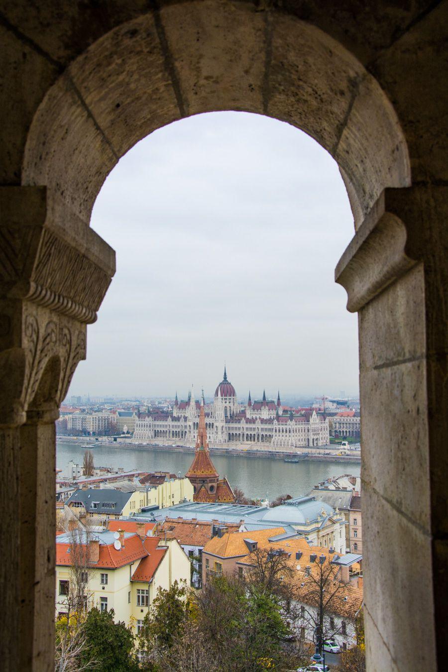 vue parlement hongrois depuis le bastion des pêcheurs