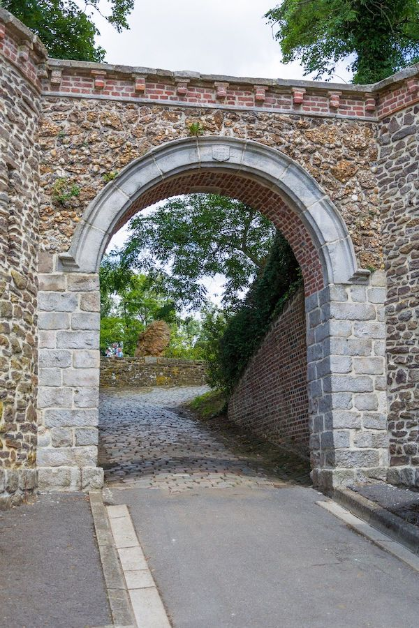 visiter Cassel - porte du chateau